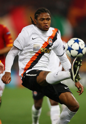 ROME, ITALY - FEBRUARY 16:  Douglas Costa of Shakhtar Donetsk in action during the UEFA Champions League round of 16 first leg match between AS Roma and Shakhtar Donetsk at Stadio Olimpico on February 16, 2011 in Rome, Italy.  (Photo by Paolo Bruno/Getty