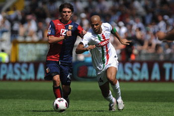 TURIN, ITALY - APRIL 10:  Felipe Melo of Juventus FC is challenged by Alberto Paloschi of Genoa CFC during the Serie A match between Juventus FC and Genoa CFC at Olimpico Stadium on April 10, 2011 in Turin, Italy.  (Photo by Valerio Pennicino/Getty Images