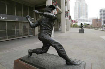 ST LOUIS - JULY 18:  Statue of Stan 'The Man' Musial #6 of the St. Louis Cardinals (1941-1963) is outside of Busch Stadium on July 18, 2004 in St. Louis, Missouri. (Photo by Dilip Vishwanat/Getty Images)