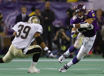 06 Jan 2001:  Running back Robert Smith #26 of the Minnesota Vikings makes a cut for the open hole against safety Darren Perry #39 of the New Orleans Saints at the Metrodome in Minneapolis, Minnesota.   The Vikings won 34-16 to advance to the NFC Champion