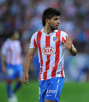 MADRID, SPAIN - SEPTEMBER 26:  Sergio Aguero of Atletico Madrid waves to his bench during the La Liga match between Atletico Madrid and Real Zaragoza at the Vicente Calderon stadium on September 26, 2010 in Madrid, Spain.  (Photo by Denis Doyle/Getty Imag