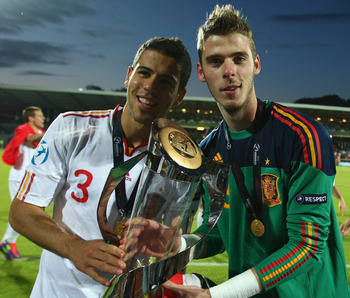 ARHUS, DENMARK - JUNE 25:  David de Gea (R) and Alvaro Dominguez (L) of Spain pose with the winners trophy after their sides 2-0 victory during the UEFA European Under-21 Championship Final match between Spain and Switzerland at the Arhus Stadium on June