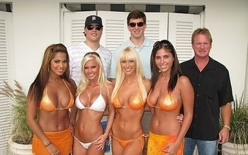 Eli-manning-hooters-superbowl_original_display_image_display_image_display_image
