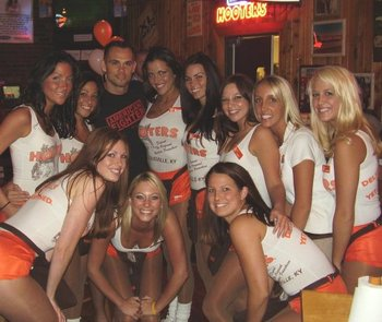 Rich-franklin-at-hooters_display_image
