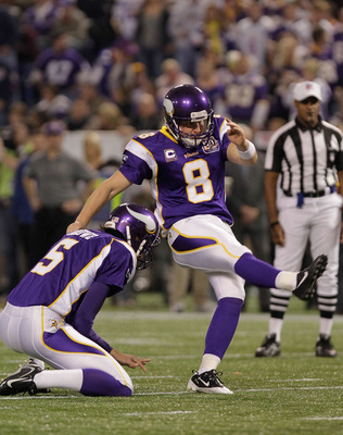 MINNEAPOLIS, MN - DECEMBER 05:  Ryan Longwell #8 of the Minnesota Vikings kicks against the Buffalo Bills at the Mall of America Field at the Hubert H. Humphrey Metrodome on December 5, 2010 in Minneapolis, Minnesota.  (Photo by Nick Laham/Getty Images)