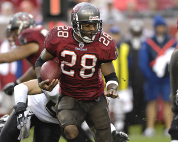 TAMPA, FL - NOVEMBER 30:  Running back Warrick Dunn #28 of the Tampa Bay Buccaneers rushes upfield against the New Orleans Saints at Raymond James Stadium on November 30, 2008 in Tampa, Florida.  (Photo by Al Messerschmidt/Getty Images)