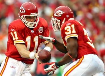KANSAS CITY, MO - NOVEMBER 11:  Quarterback Damon Huard #11 of the Kansas City Chiefs hands off to Priest Holmes #31 during the first half of the game against the Denver Broncos on November 11, 2007 at Arrowhead Stadium in Kansas City, Missouri.  (Photo b