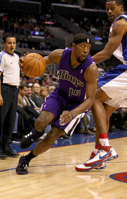 LOS ANGELES - NOVEMBER 12: John Salmons #15 of the Sacramento Kings drives around Marcus Camby #23 of the Los Angeles Clippers on November 12, 2008 at Staples Center in Los Angeles, California. The Kings won 103-98.   NOTE TO USER: User expressly acknowle