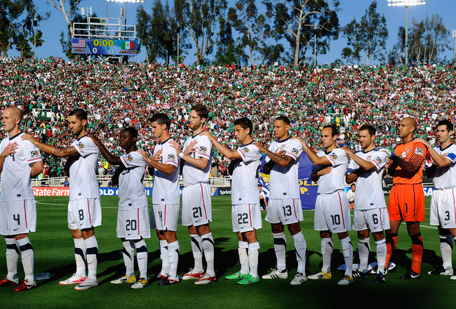 PASADENA, CA - JUNE 25:  United States mens soccer team stands during the National Anthem before the start of the 2011 CONCACAF Gold Cup Championship soccer match against Mexico at the Rose Bowl on June 25, 2011 in Pasadena, California.  (Photo by Kevork