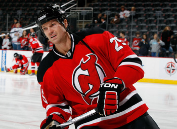 NEWARK, NJ - OCTOBER 23: Jason Arnott #25 of the New Jersey Devils skates against the Buffalo Sabres on October 23, 2010 at the Prudential Center in Newark, New Jersey. Sabres defeated the Devils 6-1. (Photo by Mike Stobe/Getty Images)