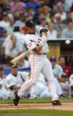CHICAGO - JULY 14:  Bret Boone hits during the Home Run Derby part of the 74th Major League Baseball All Star Game on July 14, 2003 at US Cellular Field in Chicago, Illinois. (Photo by Jonathan Daniel/Getty Images)