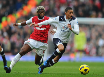 LONDON, ENGLAND - NOVEMBER 20:  Jermaine Jenas of Tottenham gets away from Alex Song of Arsenal during the Barclays Premier League match between Arsenal and Tottenham Hotspur at the Emirates Stadium on November 20, 2010 in London, England.  (Photo by Mike