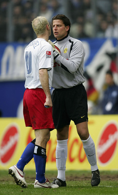 HAMBURG, GERMANY - MARCH 19: Sergej Barbarez of Hamburg makes a point to Roman Weidenfeller of Dortmund during The Bundesliga Match between Hamburg SV and  Borussia Dortmund, at The AOL Arena  on March 19, 2005 in Hamburg, Germany.  (Photo by Stuart Frank
