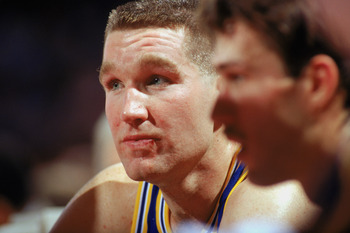 1989:  Chris Mullin #17 of the Golden State Warriors looks on during an NBA game in the 1989-90 season. NOTE TO USER: User expressly acknowledges and agrees that, by downloading and/or using this Photograph, User is consenting to the terms and conditions