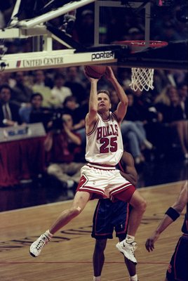 18 Apr 1998:  Steve Kerr #25 of the Chicago Bulls jumps to shoot the ball during a game against the New York Knicks at the United Center in Chicago, Illinois. The Bulls defeated the Knicks 111-109. Mandatory Credit: Harry How  /Allsport