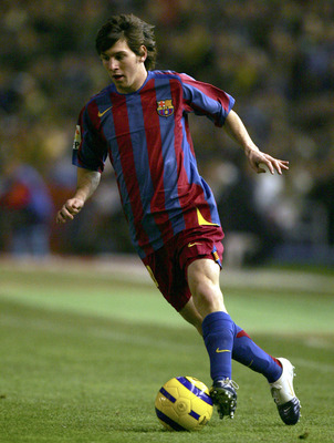 CADIZ, SPAIN - DECEMBER 17:  Lionel Messi of Barcelona plays the ball during a Primera Liga match between Cadiz and F.C. Barcelona on December 17, 2005 at the Ramon de Carranza stadium in Cadiz, Spain.  (Photo by Denis Doyle/Getty Images)