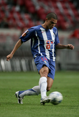 AMSTERDAM, HOLLAND -  JULY 31:  Pepe of Porto during the LG Amsterdam Tournament friendly match between Arsenal and FC Porto at The  Amsterdam Arena  on July 31, 2005 in Amsterdam, Holland.  (Photo by Clive Brunskill/Getty Images)