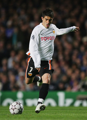 LONDON - APRIL 04:  David Villa of Valencia takes a shot on goal during the UEFA Champions League quarter final, first leg match between Chelsea and Valencia at Stamford Bridge on April 4, 2007 in London, England.  (Photo by Richard Heathcote/Getty Images