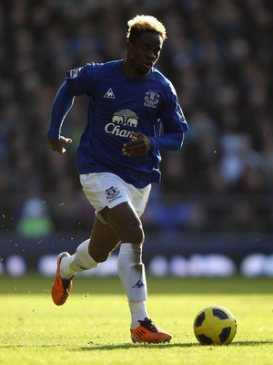 LIVERPOOL, ENGLAND - FEBRUARY 26:  Louis Saha of Everton in action during the Barclays Premier League match between Everton  and Sunderland at Goodison Park on February 26, 2011 in Liverpool, England.  (Photo by Clive Brunskill/Getty Images)