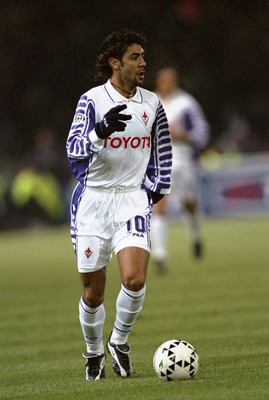 27 Nov 1999:  Rui Costa of Fiorentina in action during the Italian Serie A match against Bolonga played in Bologna, Italy. \ Mandatory Credit: Claudio Villa /Allsport