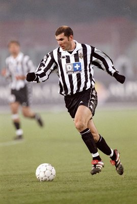 21 Nov 1999:  Zinedine Zidane of Juventus on the ball against AC Milan during the Italian Serie match at the Stadio Delle Alpi in Turin, Italy. \ Mandatory Credit: Claudio Villa /Allsport
