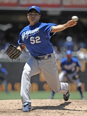 SAN DIEGO, CA - JUNE 29:  Bruce Chen #52 of the Kansas City Royals pitches during the first inning of a baseball game against the San Diego Padres at Petco Park on June 29, 2011 in San Diego, California.  (Photo by Denis Poroy/Getty Images)