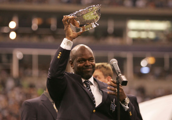 IRVING, TX - SEPTEMBER 19:  Emmitt Smith, former Dallas Cowboys running back, acknowledges the fans during a ceremony inducting Smith into the Cowbos ring of honor at half-time of the game between the Washington Redskins and the Dallas Cowboys on Septembe