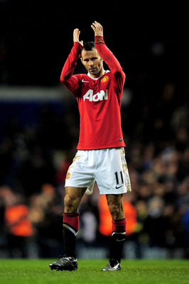 LONDON, ENGLAND - JANUARY 16:  Following the final whistle Ryan Giggs of Manchester United applauds the fans after his 600th appearance for the club during the Barclays Premier League match between Tottenham Hotspur and Manchester United at White Hart Lan