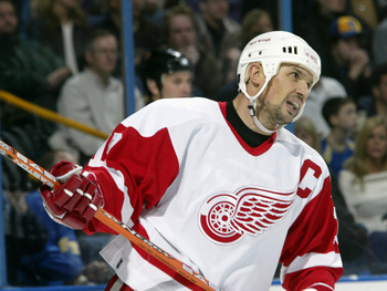 ST. LOUIS - NOVEMBER 29:  Steve Yzerman #19 of the Detroit Red Wings skates against the St. Louis Blues during the game at Savvis Center on November 29, 2003 in St. Louis, Missouri. The Red Wings defeated the Blues 2-1. (Photo by Elsa/Getty Images)