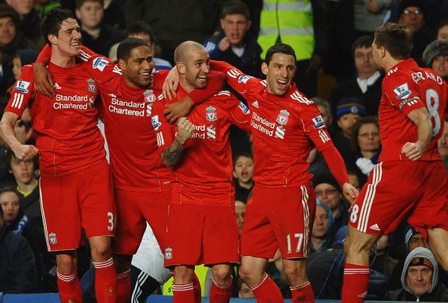 LONDON, ENGLAND - FEBRUARY 06:  Raul Meireles of Liverpool (C) celebrates with teammates as he scores their first goal during the Barclays Premier League match between Chelsea and Liverpool at Stamford Bridge on February 6, 2011 in London, England.  (Phot