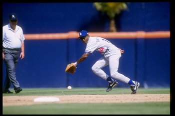 10 May 1995: Infielder Delino Deshields of the Los Angeles Dodgers goes for the ball during a game against the San Diego Padres at Jack Murphy Stadium in San Diego, California. The Dodgers won the game, 3-1.