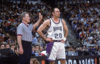 27 Mar 2001:  Jon Barry #20 of the Sacramento Kings waits for the ball as he stands by the referee during the game against the New York Knicks at the Arco Arena in Sacramento, California. The Kings defeated the Knicks 124-117.  NOTE TO USER: It is express