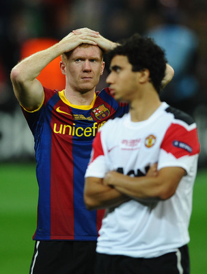 LONDON, ENGLAND - MAY 28:  Paul Scholes (L) of Manchester United and teammate Fabio da Silva shows their dejection after the UEFA Champions League final between FC Barcelona and Manchester United FC at Wembley Stadium on May 28, 2011 in London, England.