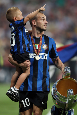 MADRID, SPAIN - MAY 22:  Wesley Sneijder of Inter Milan and his son celebrate with the UEFA Champions League trophy at the end of the UEFA Champions League Final match between FC Bayern Muenchen and Inter Milan at the Estadio Santiago Bernabeu on May 22,