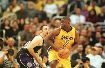 4 Feb 2001:  Isaiah Rider #7 of the Los Angeles Lakers looks for the outlet pass against Jon Barry #20 of the Sacramento Kings at the Staples Center in Los Angeles, California.  The Lakers beat the Kings 100-94.  NOTE TO USER: It is expressly understood t