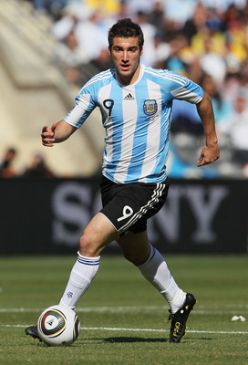 JOHANNESBURG, SOUTH AFRICA - JUNE 17:  Gonzalo Higuain of Argentina in action during the 2010 FIFA World Cup South Africa Group B match between Argentina and South Korea at Soccer City Stadium on June 17, 2010 in Johannesburg, South Africa.  (Photo by Chr