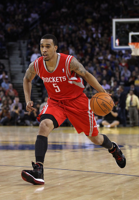 OAKLAND, CA - DECEMBER 20:  Courtney Lee #5 of the Houston Rockets in action against the Golden State Warriors at Oracle Arena on December 20, 2010 in Oakland, California. NOTE TO USER: User expressly acknowledges and agrees that, by downloading and or us
