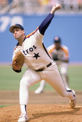 1989 - Jim Deshaies #43 of the Houston Astros pitches during a 1989 season game. (Photo by: Mike Powell/Getty Images)