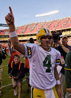 KANSAS CITY, MO - NOVEMBER 4: Brett Favre #4 of the Green Bay Packers acknowledges the crowd after beating the Kansas City Chiefs at Arrowhead Stadium November 4, 2007 in Kansas City, Missouri.  The Packers beat the Chiefs 33-22.  The Packers beat the Chi