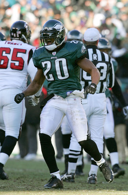 PHILADELPHIA - JANUARY 23:  Brian Dawkins #20 of the Philadelphia Eagles celebrates sacking quarterback Michael Vick #7 of the Atlanta Falcons in the first quarter of the NFC Championship game at Lincoln Financial Field on January 23, 2005 in Philadelphia