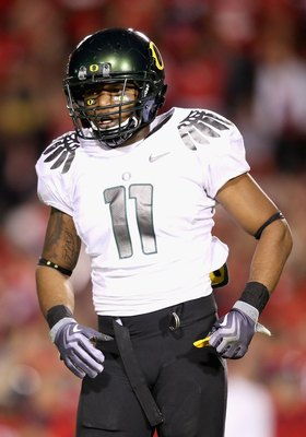 TUCSON, AZ - NOVEMBER 21:  Linebacker Eddie Pleasant #11 of the Oregon Ducks during the college football game against the Arizona Wildcats at Arizona Stadium on November 21, 2009 in Tucson, Arizona. The Ducks defeated the Wildcats 44-41 in second overtime