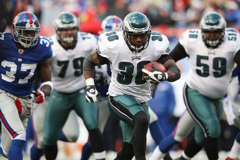 EAST RUTHERFORD, NJ - DECEMBER 07: Brian Westbrook #36 of the Philadelphia Eagles rushes in for a touchdown against the New York Giants at Giants Stadium on December 7, 2008 in East Rutherford, New Jersey.  (Photo by Nick Laham/Getty Images)