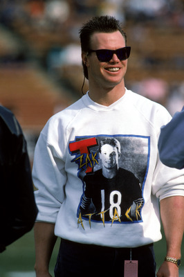 LOS ANGELES - DECEMBER 27:  Injured quarterback Jim McMahon of the Chicago Bears shows his support for teammate quarterback Mike Tomczak as he wears a Mike Tomczak T-shirt during a game against the Los Angeles Raiders at the Los Angeles Memorial Coliseum