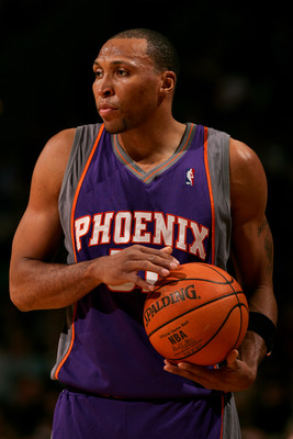 MILWAUKEE - JANUARY 26:  Shawn Marion #31 of the Phoenix Suns holds the ball during the game against the Milwaukee Bucks on January 26, 2007 at the Bradley Center in Milwaukee, Wisconsin. The Suns defeated the Bucks 98-90. NOTE TO USER: User expressly ack