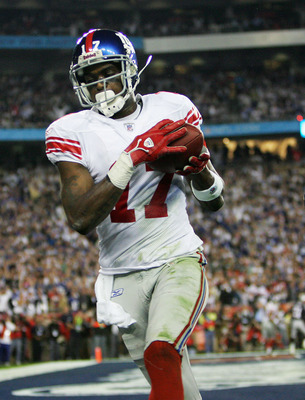 GLENDALE, AZ - FEBRUARY 03:  Wide receiver Plaxico Burress #17 of the New York Giants catches a 13-yard touchdown pass in the fourth quarter against the New England Patriots during Super Bowl XLII on February 3, 2008 at the University of Phoenix Stadium i