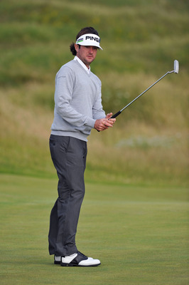 SANDWICH, ENGLAND - JULY 12:  Bubba Watson of the USA watches a putt during the second practice round during The Open Championship at Royal St. George's on July 12, 2011 in Sandwich, England. The 140th Open begins on July 14, 2011.  (Photo by Stuart Frank