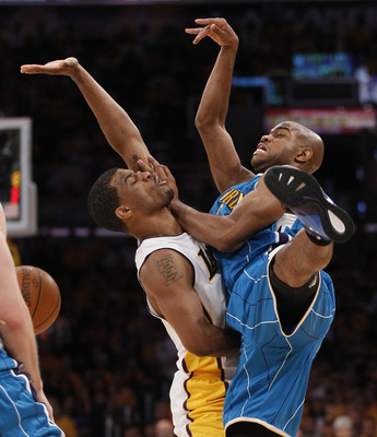 Los-angeles-lakers-vs-new-orleans-hornets-game-1-nba-western-conference-playoffs-los-angeles_94_display_image