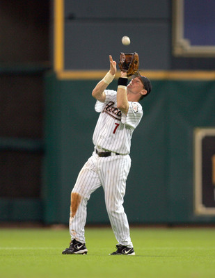 HOUSTON - SEPTEMBER 19: Craig Biggio #7 of the Cincinnati Reds catches the ball during the game and the Houston Astros on September 19, 2006 at Minute Maid Park in Houston, Texas. (Photo by Ronald Martinez/Getty Images)