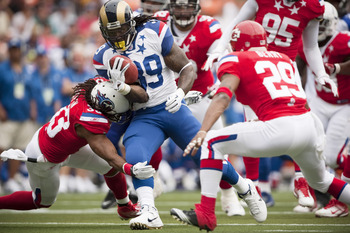 HONOLULU - JANUARY 30:  Steven Jackson, #39 of the St. Louis Rams, carries the ball during the 2011 NFL Pro Bowl at Aloha Stadium on January 30, 2011 in Honolulu, Hawaii. NFC won 55-41 over the AFC. (Photo by Kent Nishimura/Getty Images)