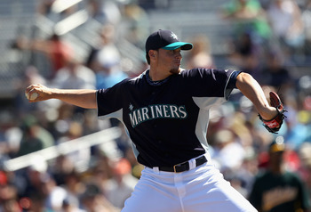 PEORIA, AZ - MARCH 12:  Starting pitcher Blake Beavan #76 of the Seattle Mariners pitches against the Oakland Athletics during the spring training game at Peoria Stadium on March 12, 2011 in Peoria, Arizona.  (Photo by Christian Petersen/Getty Images)